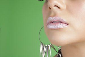 ניתוח לעיבוי שפתיים